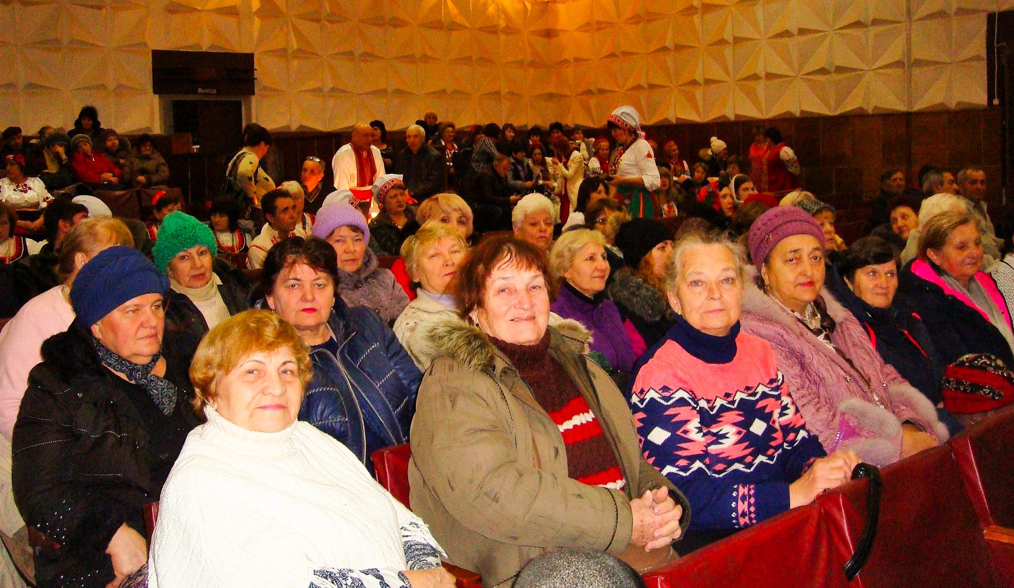 older-people-in-donestk-ukraine_2048x1188